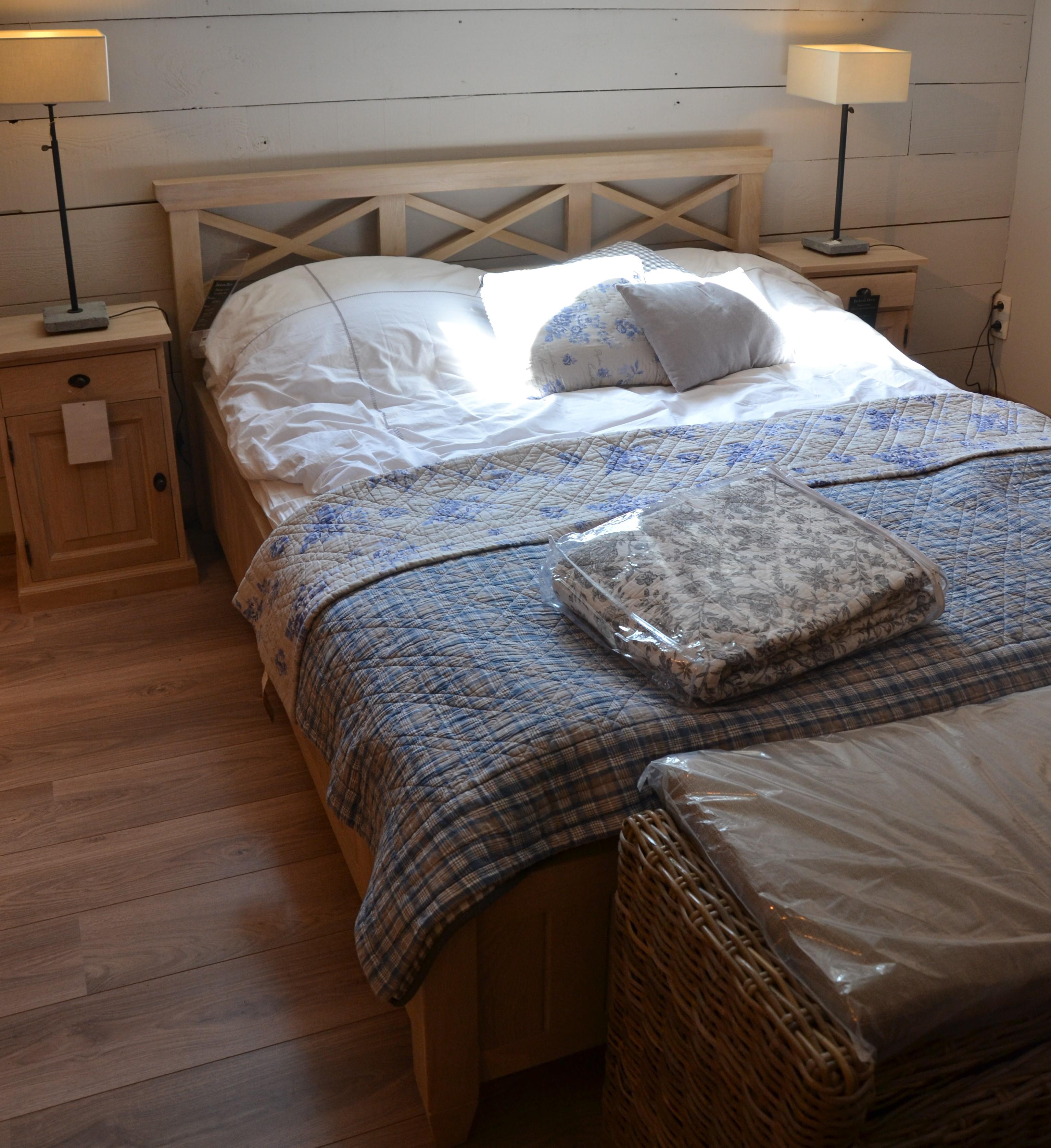 magasin de lit excellent les meilleures images du tableau objet tte de lit sur magasin meuble. Black Bedroom Furniture Sets. Home Design Ideas